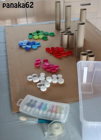 DIY mur d'acitivité enfant - de rouleaux et bouchons (2)